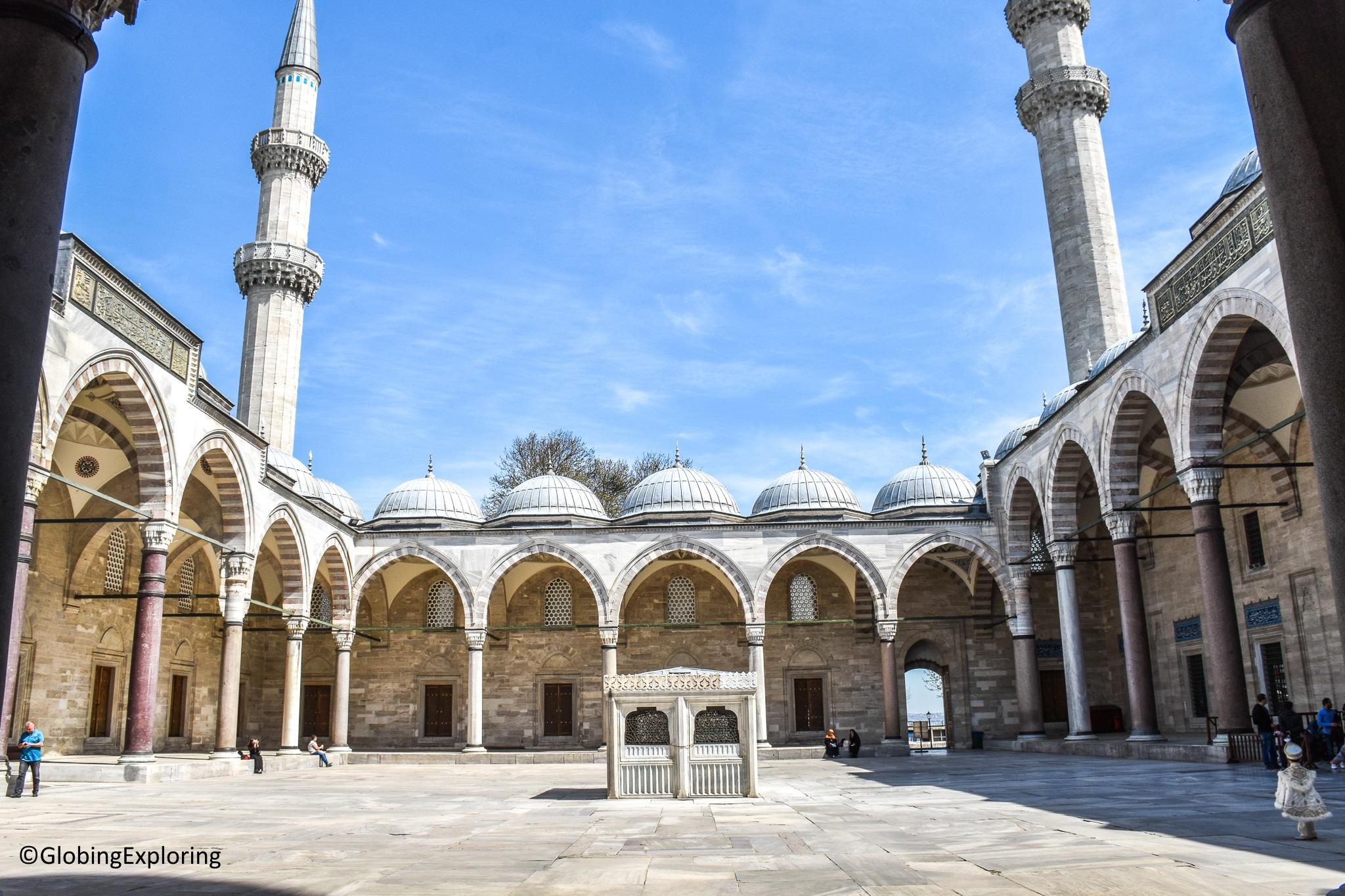 Couvrir Une Cour Intérieure turquie] mosquée süleymaniye, un must see? – globingexploring